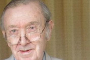 Tributes paid to former council chairman and columnist