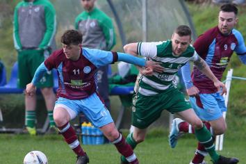 Title-chasing Tummery maintain top spot